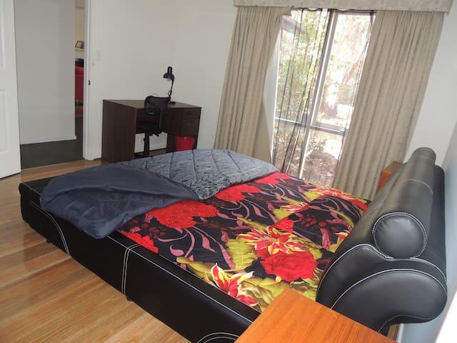 Bedroom with En-suite and walk in wardrobe