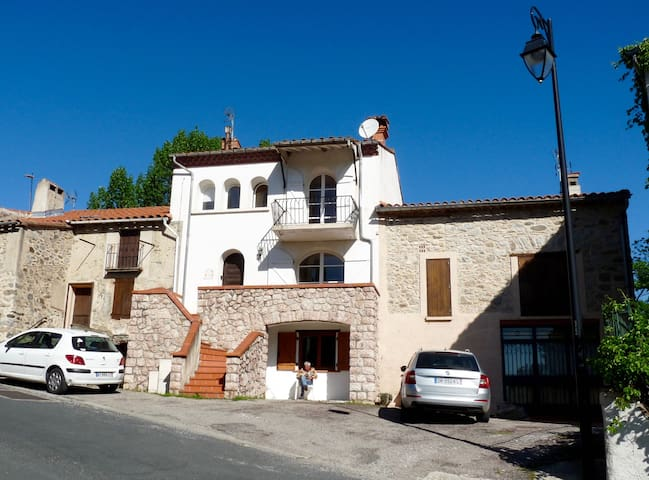 Delightful Village Apartment - Campôme - Apartemen