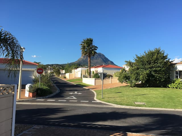 Fully Furnished Accomodation In Somerset West