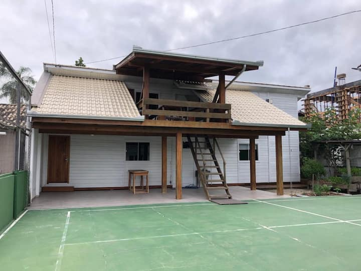 Casa c/ ar condicionado em Perequê! 6 pessoas