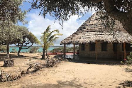 Andavadoaka, Bungalows au bord d'un lagon de rêve