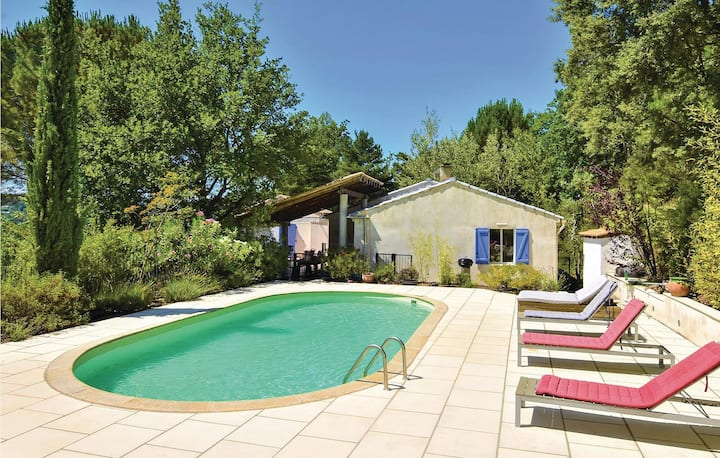 Stunning home in Mollans sur Ouveze with WiFi, Outdoor swimming pool and 5 Bedrooms