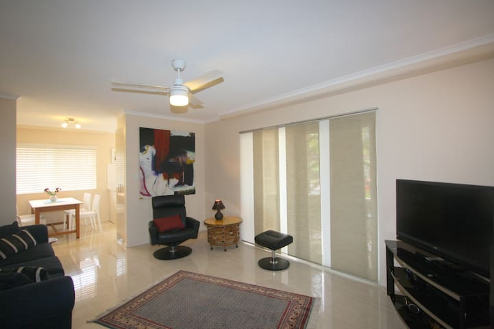 Beach & Town Apartment - easy walk to town & beach - Port Macquarie - Apartment