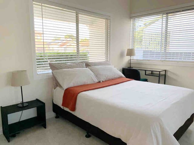 Spacious room near quiet beach, airport & hospital