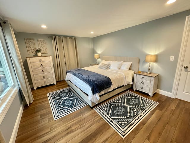 Wake up with a wonderful Lake view ! This bedroom has a King bed.