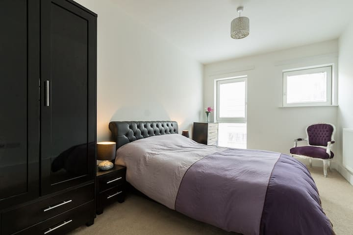 DOUBLE ROOM NEAR TOWER BRIDGE IN MODERN FLAT