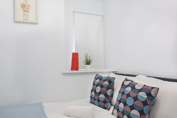 COSY APARTMENT FOR 4 P - EUROSTAR  - KINGS CROSS