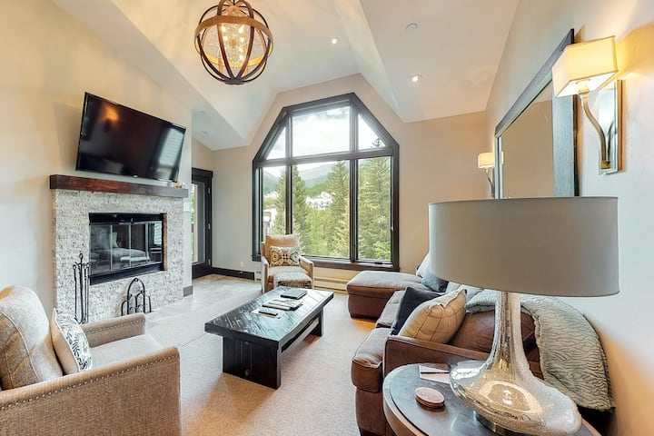 Luxury condo with vaulted ceilings and spectacular views of the ski slopes