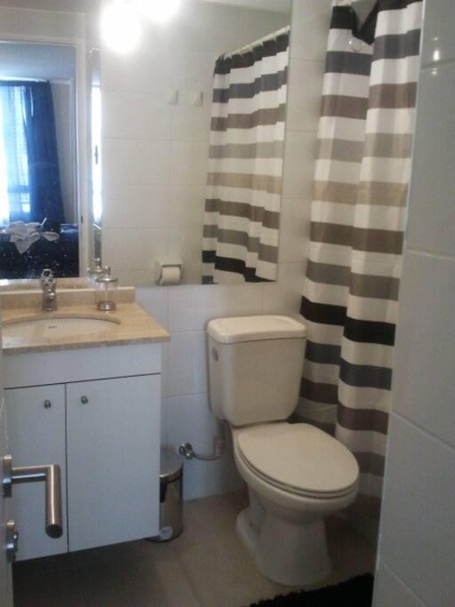 baño privado dentro del dormitorio