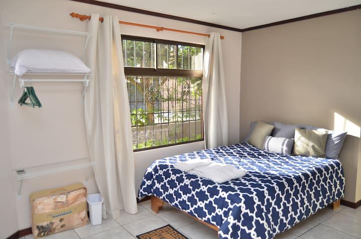 Private Room Sleep 2 or 3 - San Rafael - Casa