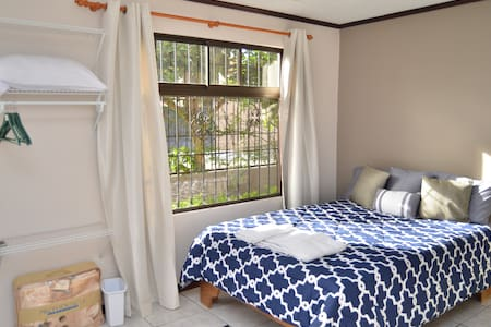 Private Room Sleep 2 or 3 - San Rafael
