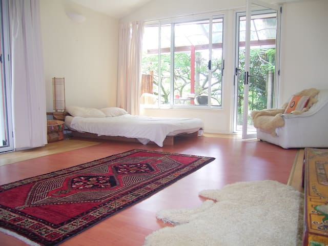 Lovely large rooms nr. Byron Bay - Mullumbimby Creek - Casa