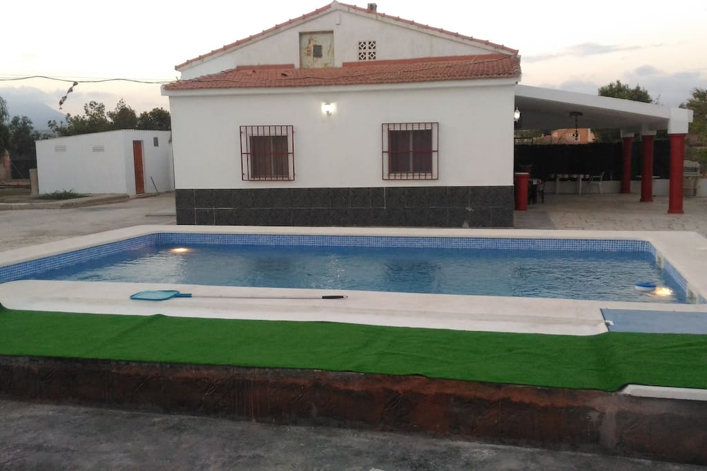 Se alquila casa de campo vacacional chalets en alquiler for Alquiler chalet piscina privada comunidad valenciana