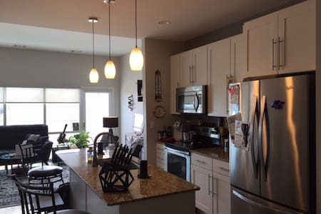 All Inclusive Private Room - Grand Forks - Apartment