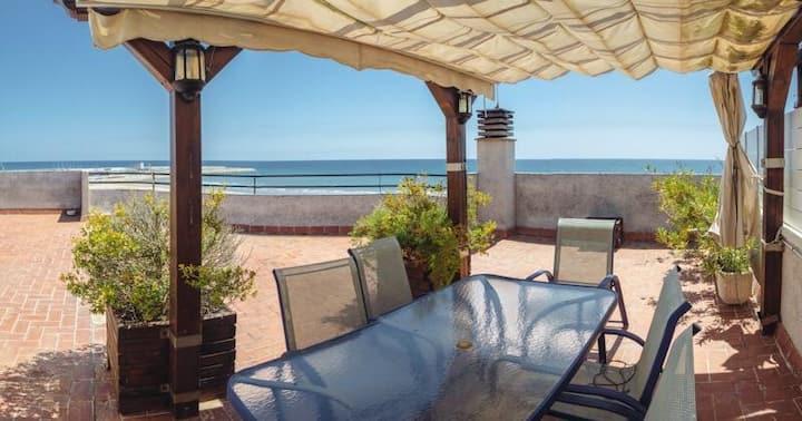 Magnificent 192 m2 beach front duplex + 2 parkings