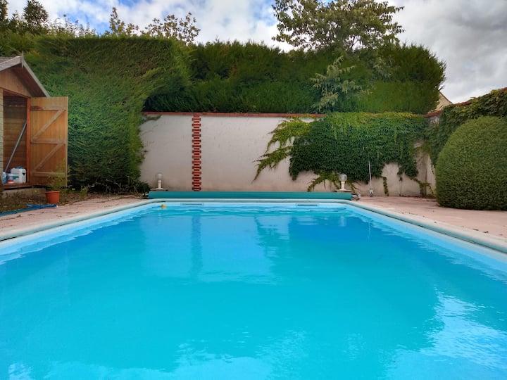 Grande maison avec piscine chauffée