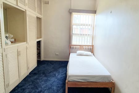 Single room, 5 mins to station, 8 mins to city