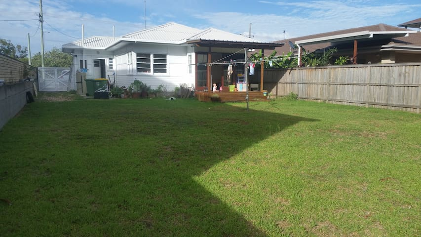 North Kirra house near beach, cafes and airport - Bilinga - House