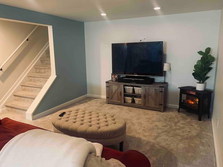 Private Basement Room, Workspace, Bath & TV Room