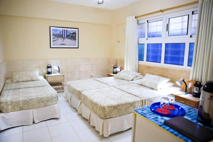 ★Havana Best Stay★Triple Room★ La Casa de Ana B&B★