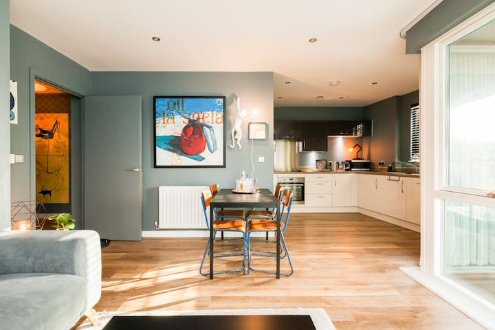 Recharge after a long day in a stylish, family-friendly  Apartment in Southwark
