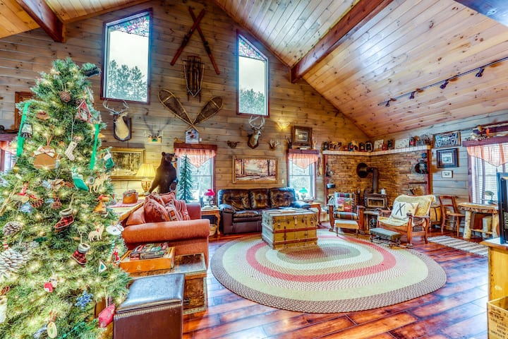 Delightful dog friendly cabin with wood stove, fire pit, & forest views!
