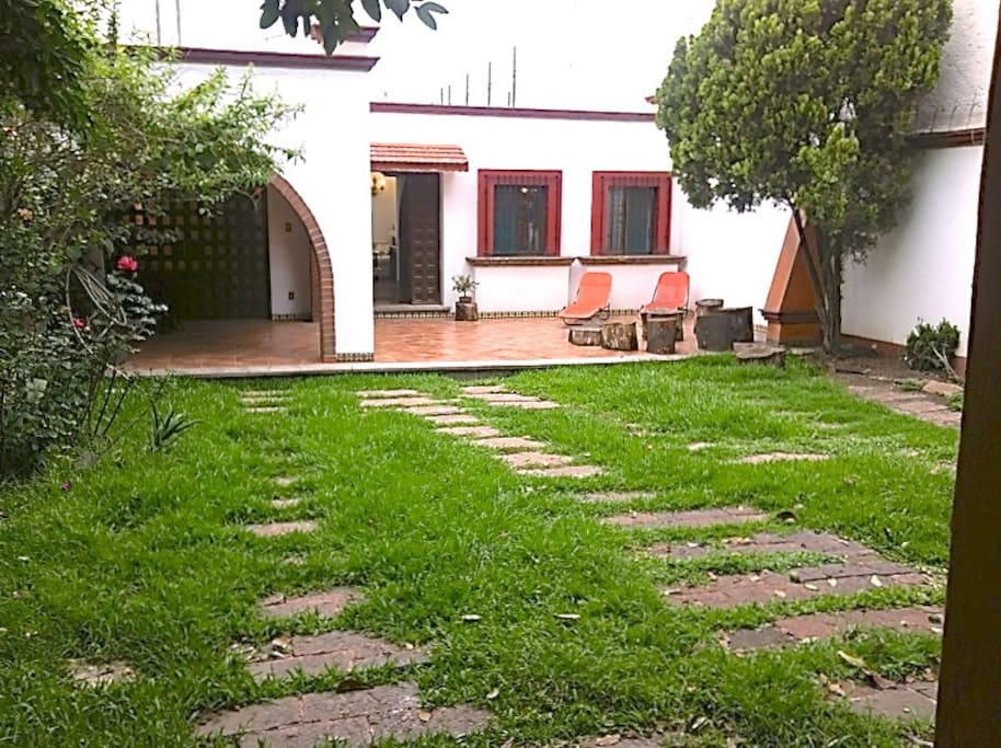 Hermosa casa acogedora con jard n para eventos houses for Casa de eventos en ciudad jardin cali
