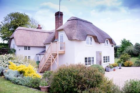 Cottage annexe near Stonehenge with hot tub use