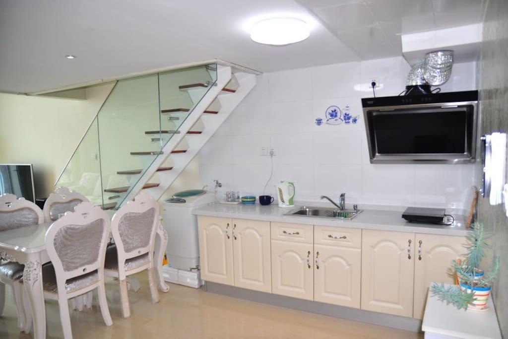 楼下敞开式厨房