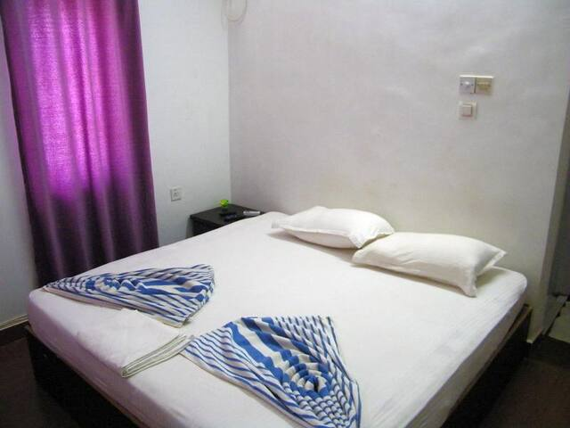 Deluxe AC Room @  Near Baga Beach Main Road - บากา - ที่พักพร้อมอาหารเช้า