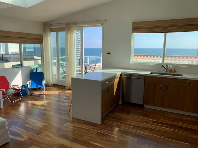 Malibu Road  Luxury Beachfront Apt #1