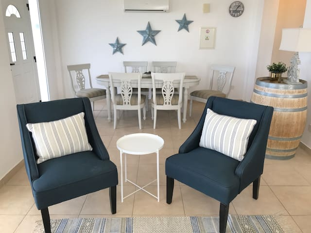Living Room, dinning table.