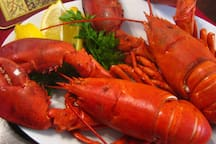Visit around: Wanna try lobster? Seafood dinner in Jimbaran bay