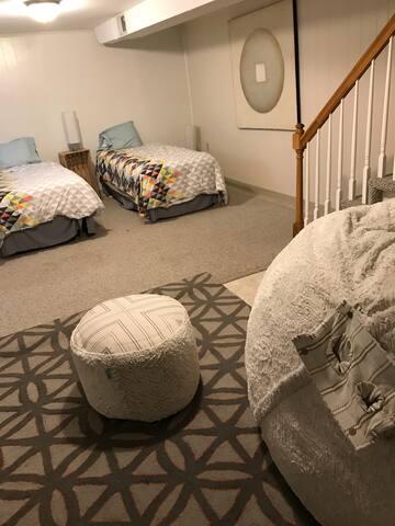 Cozy Basement Del Ray Bedroom