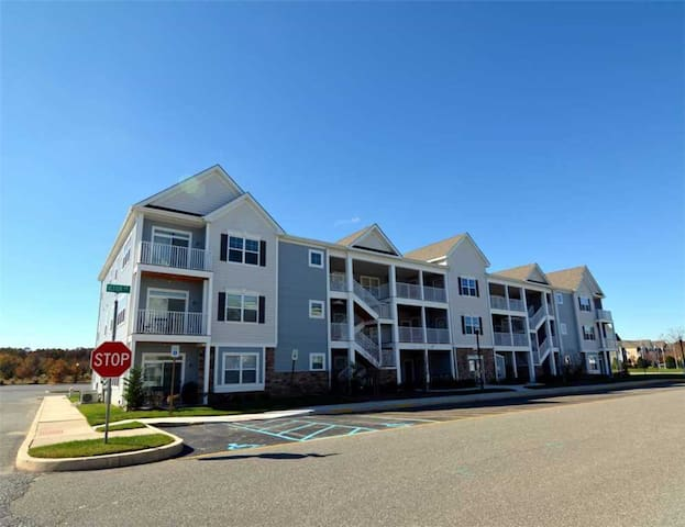 Beautiful condo sleeps 8 & FREE parking and bikes! - Rehoboth Beach - Appartement