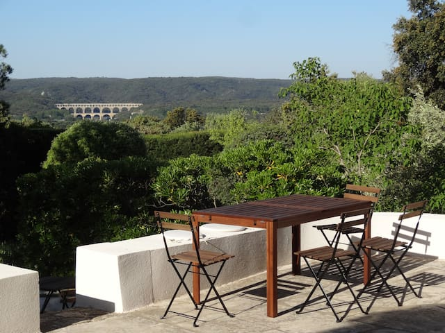Peace and View on the Pont du Gard