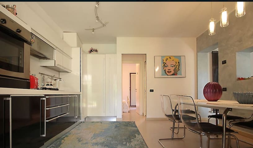 Nice & Colorful flat with pool on the lake - Toscolano Maderno - Wohnung