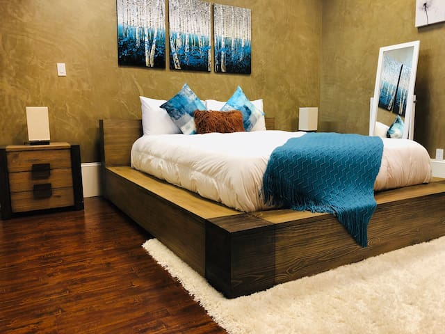 Queen sized bedroom with two night stands