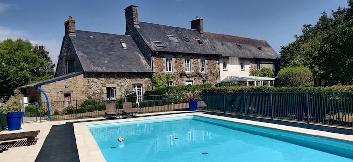Large gîte with swimming pool, view Mt St Michel
