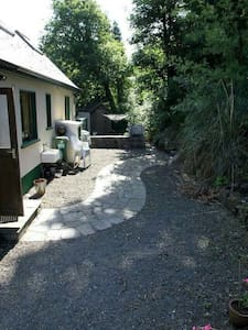 Charming Lakeside 4 bed Cottage - Portroe