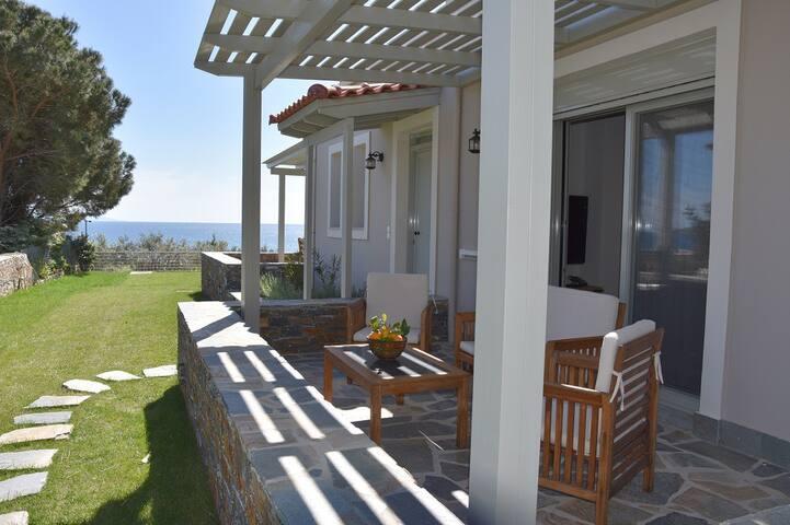 Karystos Muse - Clio residence (garden/sea view)