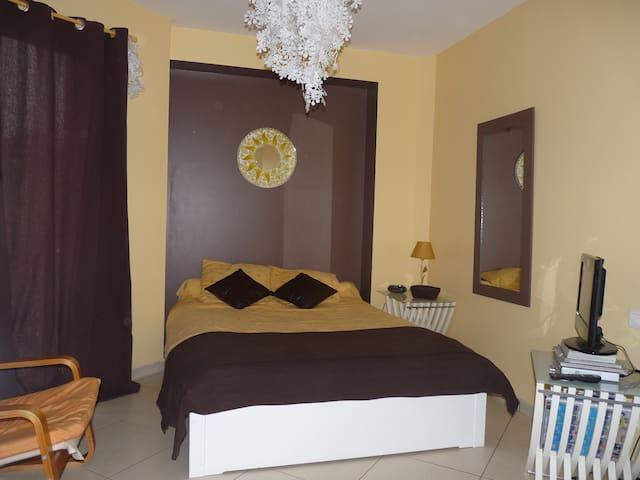Chambre privée dans grande maison - Saint-Jean-de-Rives - Casa