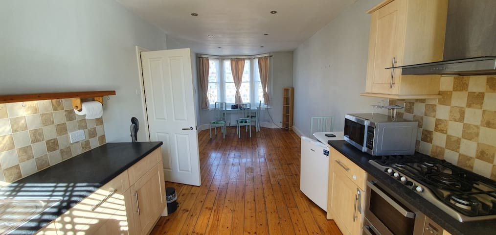 Large Modern 2 Bed Flat with Living Room - Ealing