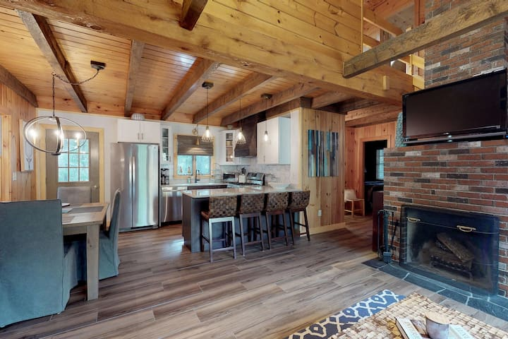 New Listing! Lakeview cabin w/ outdoor fire & grill - near beach and shopping!