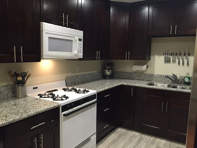Beautiful well-lit kitchen with lots of granite counter-space, gas stove, large refrigerator with water and ice-maker. Plenty of pots, pans, knives, utensils, dishes and the like for full meal preparation.