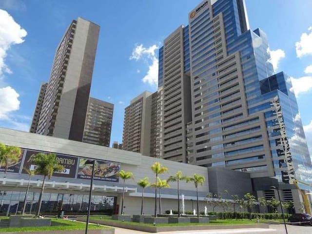 Apto inteiro Cond. DF Century Plaza - Águas Claras