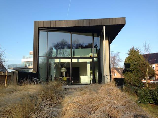 Moderne villa aan de voet van de Hoge Blekker