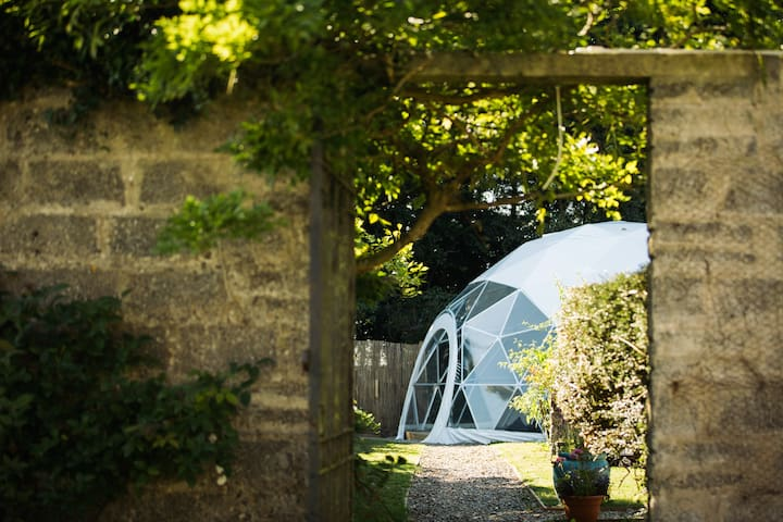Lawrenny Glamping - luxury dome with hot tub