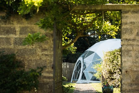 Lawrenny Glamping - luxury dome in a walled garden - Lawrenny - Outros