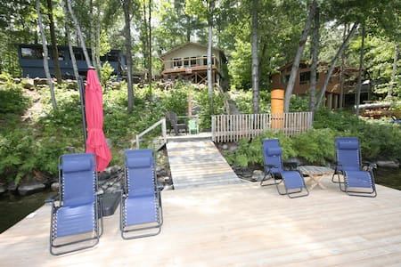 3 Cottage Family Compound in Gravenhurst